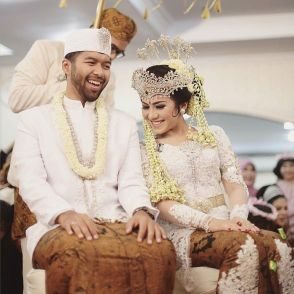 thebridebestfriend_-_A_candid_picture_of_Ussy_and_Aditya_after_the_couple_becomes_man_and_wife_in_a_traditional_Sundanese_culture._Extremely_in_love_with_how_the_newlywed_is_gleaming_with_such_glow_and_happiness_in_this_picture._Love_it_Show_some_lov